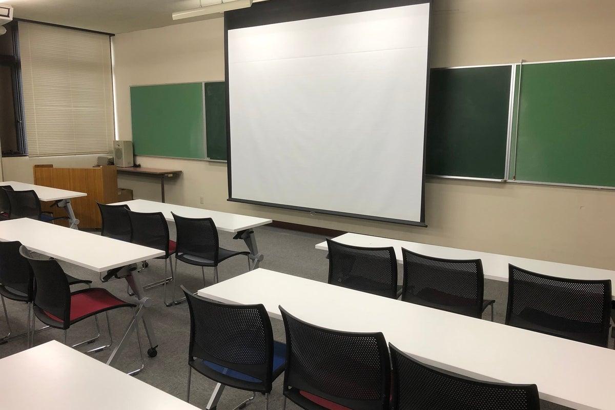 車での来場OK!最大90名収容可能!学校らしい静かな環境で、研修やセミナー、会議室として利用できます! の写真