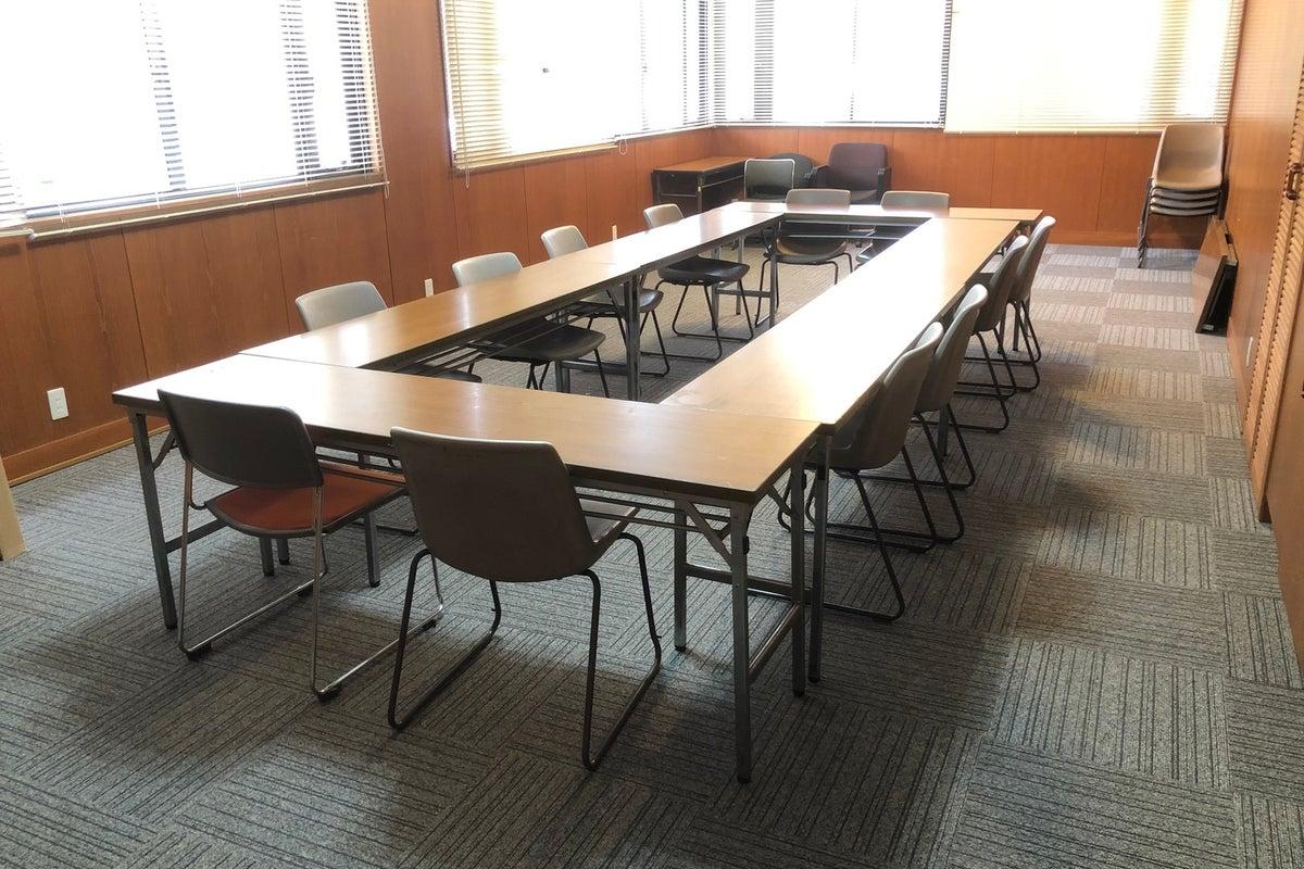 車での来場OK!16名収容可能!学校らしい静かな環境で、会議室として利用できます! の写真
