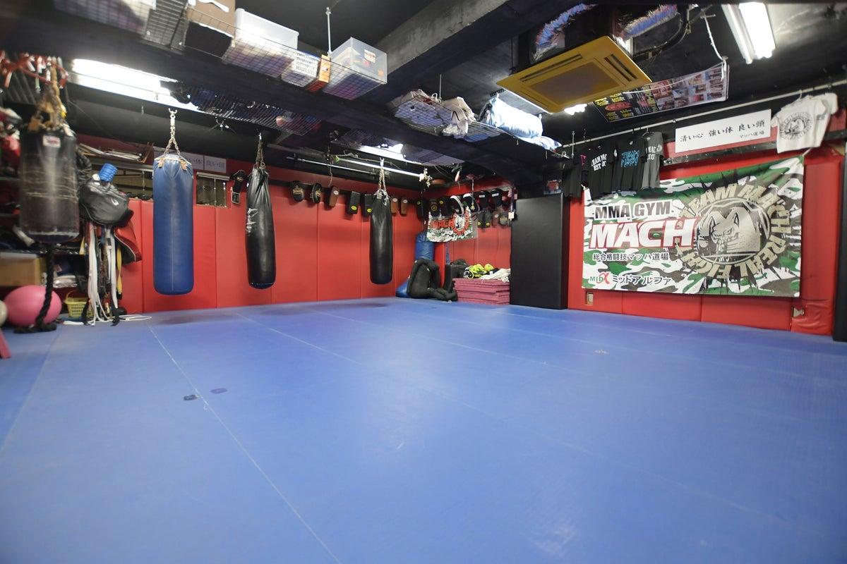 【全面ウレタンマット】ヨガ、体操教室、パーソナルトレーニング等に最適な空間!ウェイトマシン完備 の写真