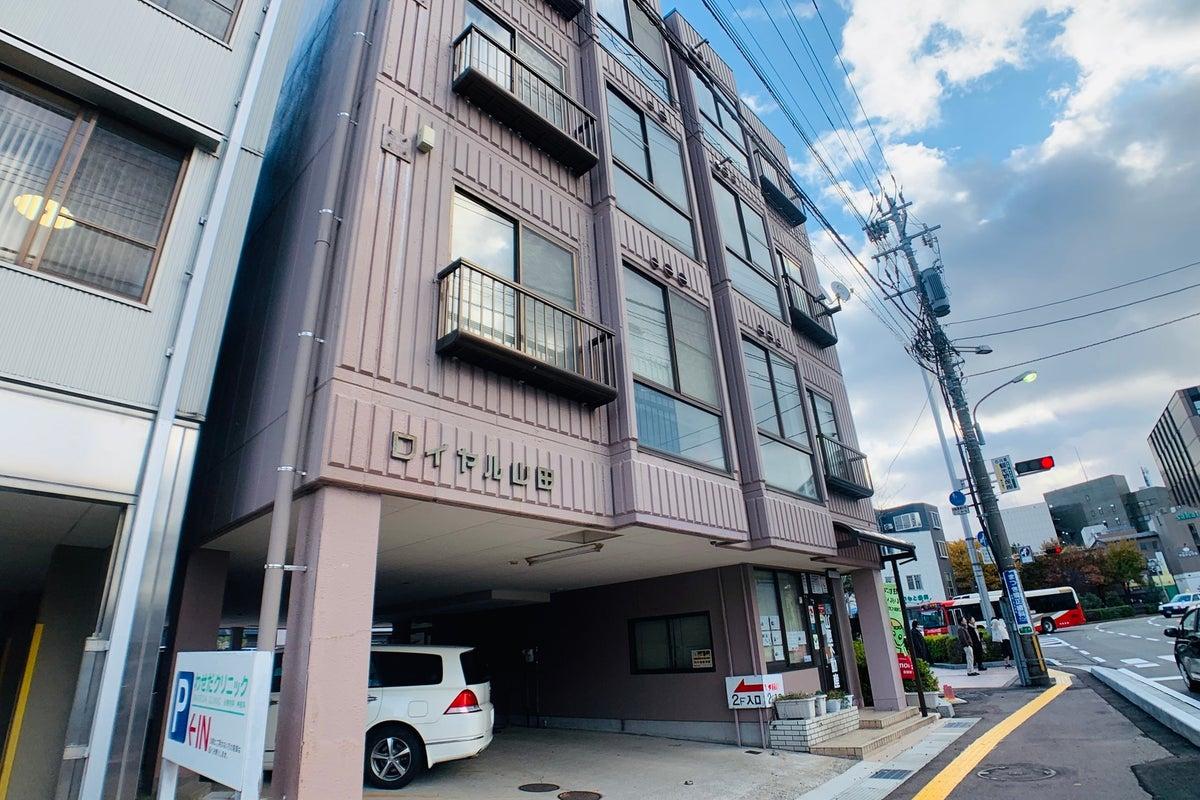 金沢駅徒歩8分、24時間利用・35名着席可、広くて高速Wi-FiありリモートワークWEBミーティングも間隔空けて多目的に使える の写真