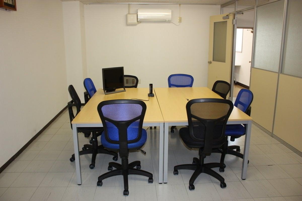 【高知】シンプルで多機能なレンタルオフィスルーム! の写真