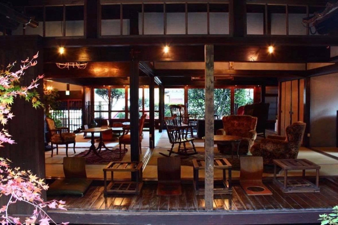 古民家一棟貸切。川の流れる音アンティークな空気一歩入れば異空間。書籍の中で廣島から広島へ歴史の旅へ の写真