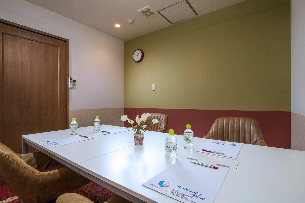 【沖縄 那覇 BrilliantPort】リニューアルオープン!色彩心理学に基づきプランニングされたオシャレでキレイな会議室♪ の写真