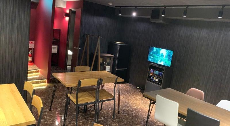 毎回清掃、消毒液設置⭐️西武新宿駅1分!最上階の隠れ家、カラオケ、Wi-F完備/持ち込み、パーティー/飲み会/誕生日会