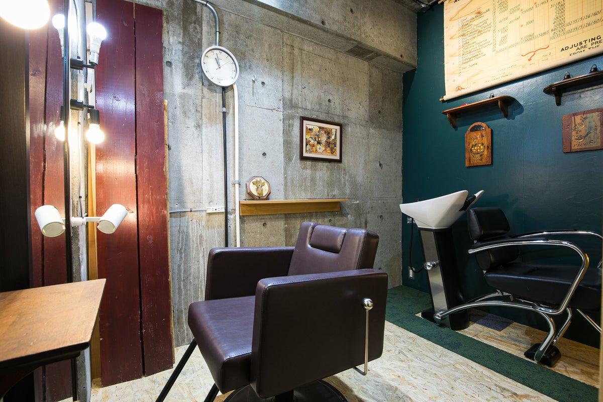 【個室の美容席】フリーランス美容師さんに最適のプライベートサロン!YOUTUBERの動画撮影にもご好評いただいております! の写真