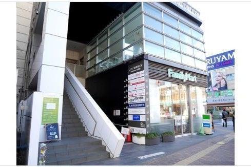 吉祥寺駅から4分!42名収容の自然光の心地よい会議室/大会議室 の写真