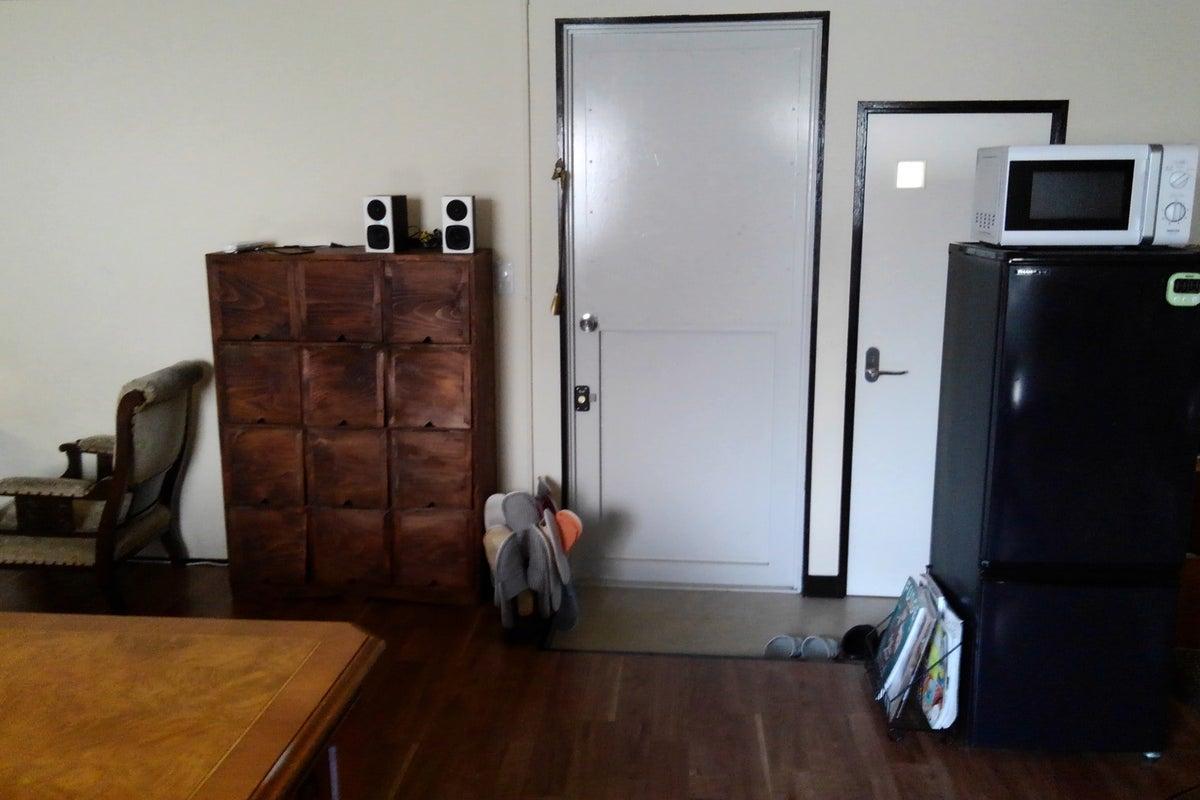 【中野】徒歩5分の4階ワンフロアスペース。ホワイトボード、65インチ4Kモニター、キッチン設備充実。※アルコールスプレー完備 の写真