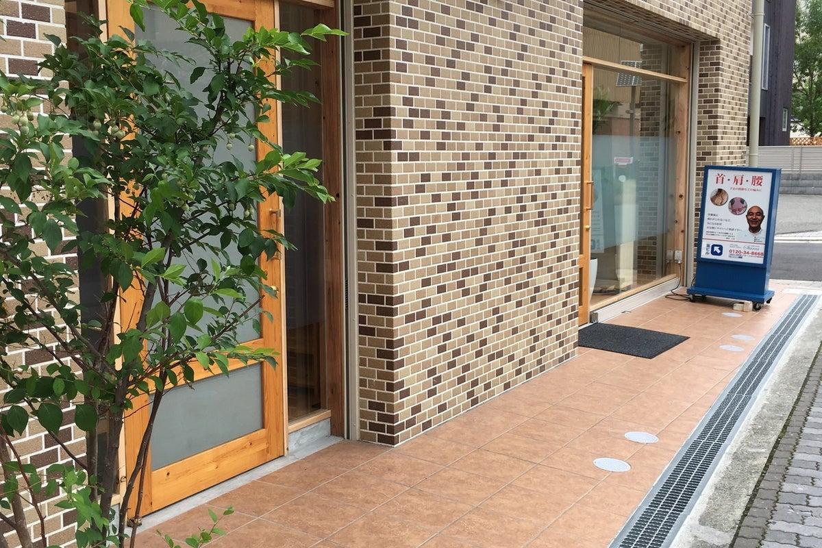 JR高槻駅・阪急高槻市駅よりどちらも駅ちかべんりな徒歩4分の立地。近隣には多数の駐車場有り。 の写真