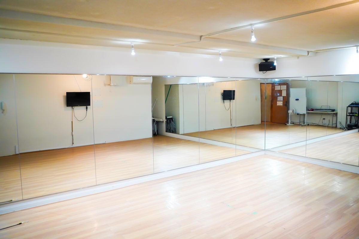 【赤坂】壁2面鏡張り✨!ダンス・ヨガ・ピラティス等に広々快適スペース! の写真