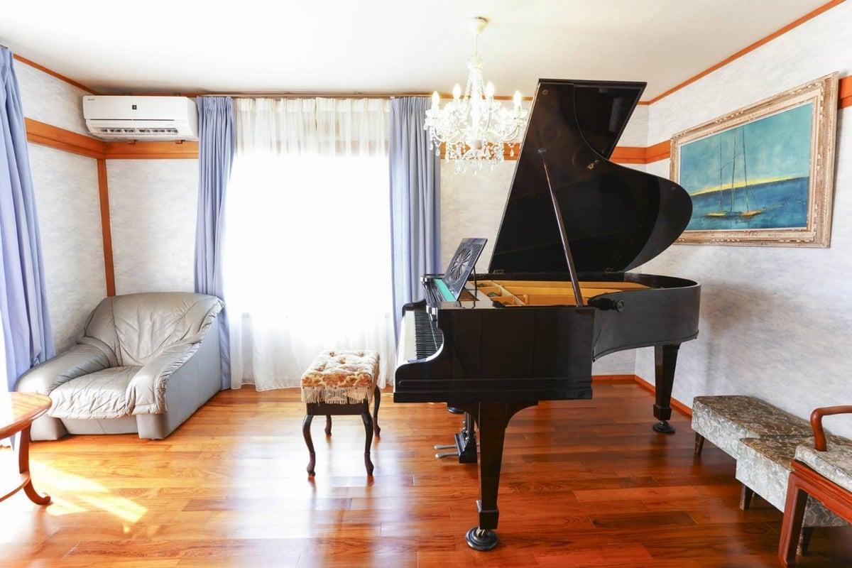 ピアノがあるお家!レッスンも可!那覇市内から10分!パルコシティなどアクセス抜群の清潔感のある一軒家 の写真