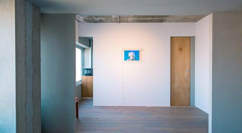 アーティストの住むホテルで、アート作品と共にゆったりかつ刺激的に過ごせる部屋