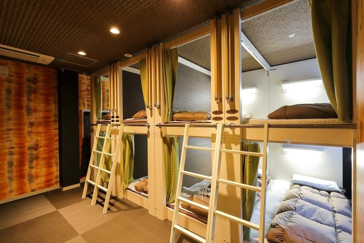 【コスプレ撮影、着替えなど】ゲストハウスのシャワー、更衣スペース の写真