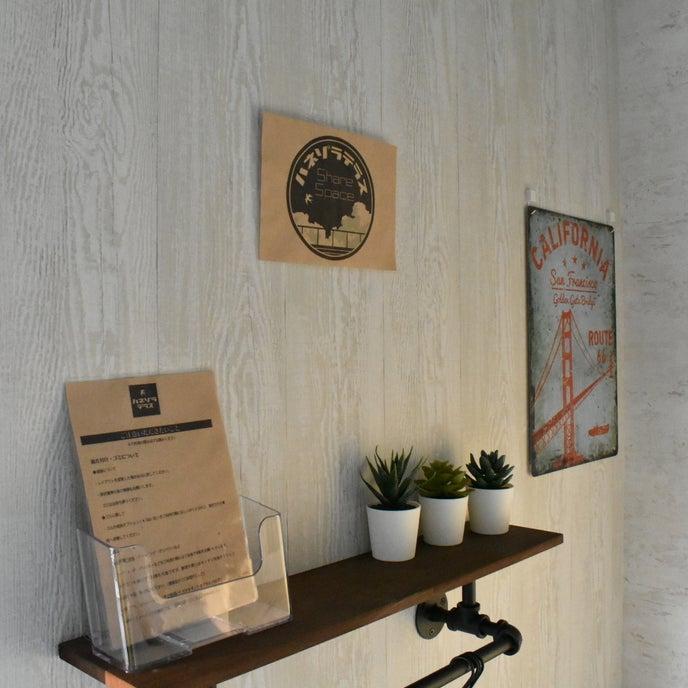 入り口の飾り棚には【ハネゾラテラス】からお客様へのお願いを設置しております。除菌シート完備しています。