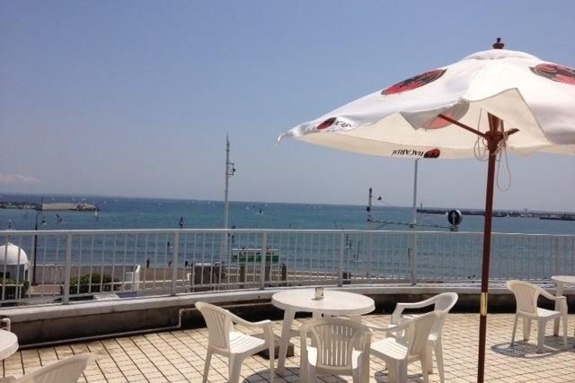 [湘南 片瀬江ノ島駅5分❗️浜まで30秒‼️] 海を一望できる最高のテラスもあるフリースペース‼️ の写真