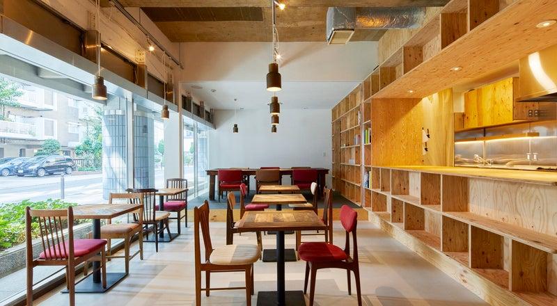 【発酵するカフェ麹中】樹齢600年の大楠が目の前のカフェ。懇親会やセミナー、ワークショップなどに。