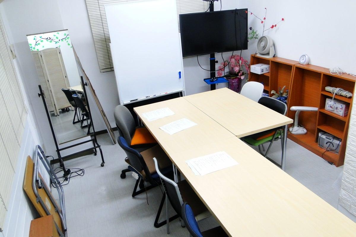 【新宿駅西口7分】小滝通り沿い【大久保南口3分】多目的,会議,教室,勉強会,セミナー,メイク,衣装合わせ,着替え,待合わせ,商談 の写真