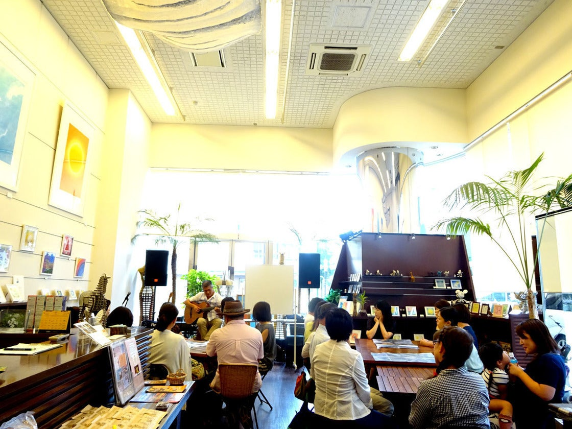 築地・銀座 ライブ設備完備!天井が高く2面がガラス張りの開放感あふれるレンタルスペース!(MADEIRA(マデイラ)) の写真0