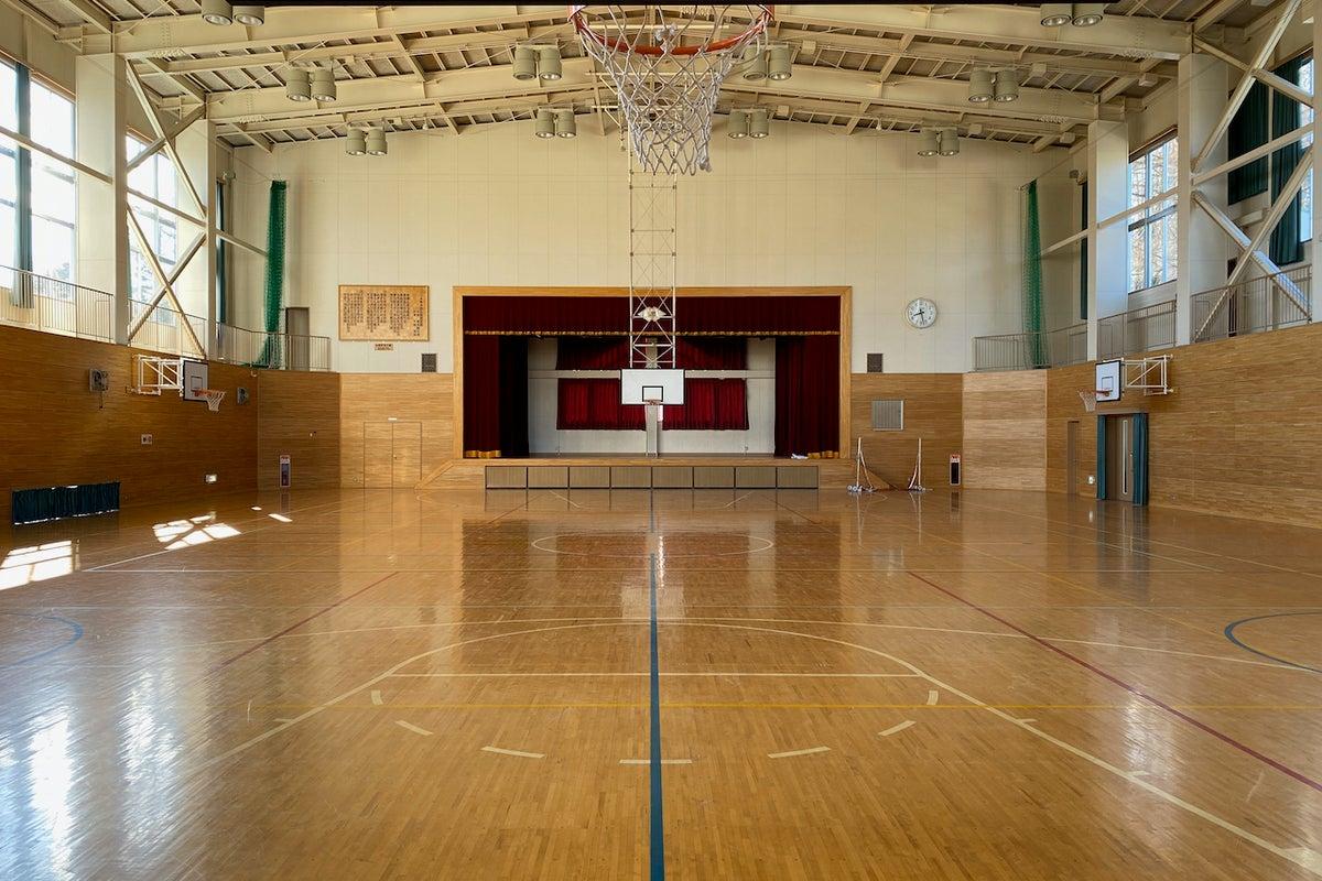 清里高原の体育館:清里高原の元小学校の体育館です。スポーツイベントや各種屋内イベント、撮影にご利用ください。 の写真