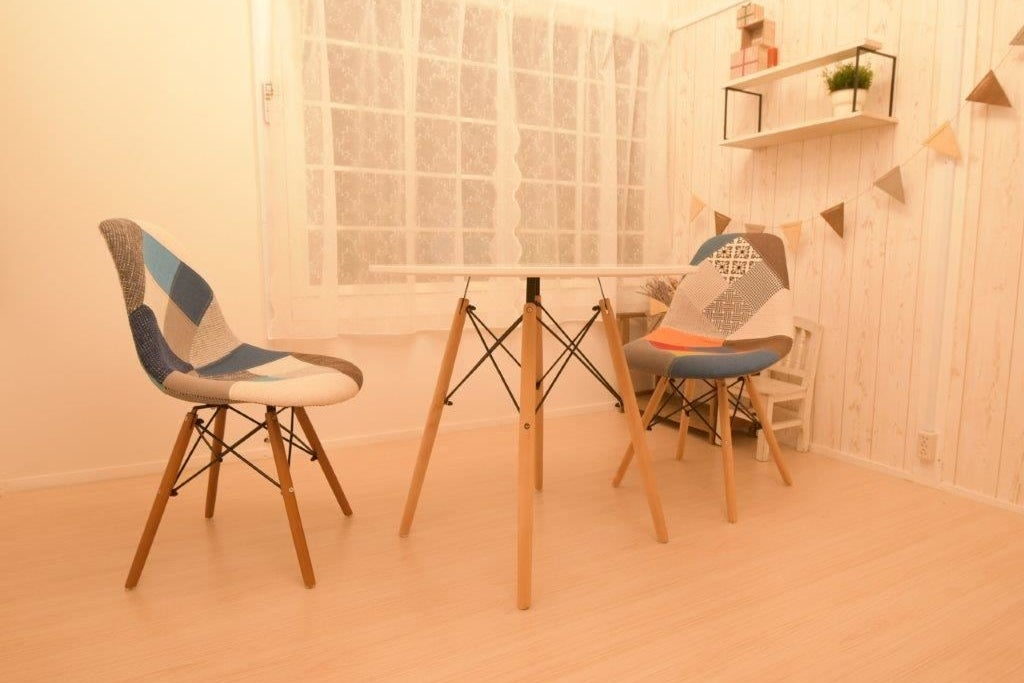シャンデリアのあるおしゃれ空間・カウンセリング、占い、マンツーマンレッスン、講座など の写真