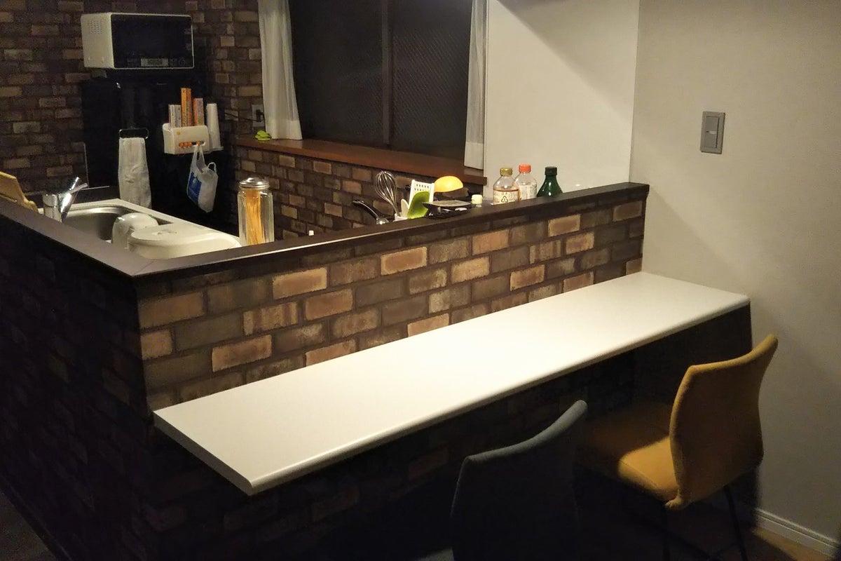 高円寺徒歩4分/オシャレなカウンター付の設備充実キッチン+ポップで可愛らしいリビング(ハンモック有) の写真