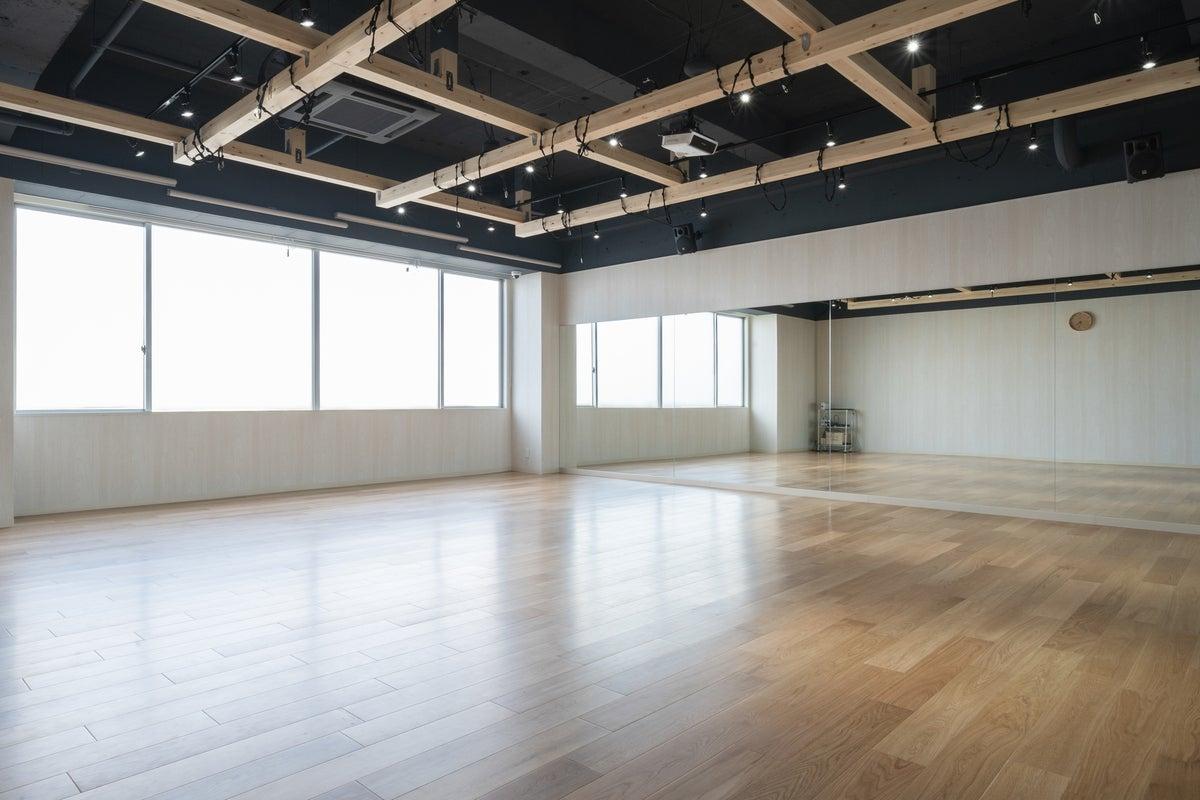 駅から徒歩20分のアクセス! ダンスの練習や楽器演奏におすすめのレンタルスペースです。 の写真