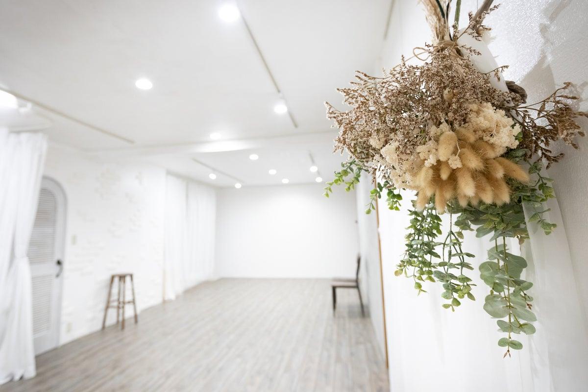 【蔵前】貸切スペース!シンプルな内装で撮影から会議・ママ会までレイアウト自在!*除菌対策あり の写真