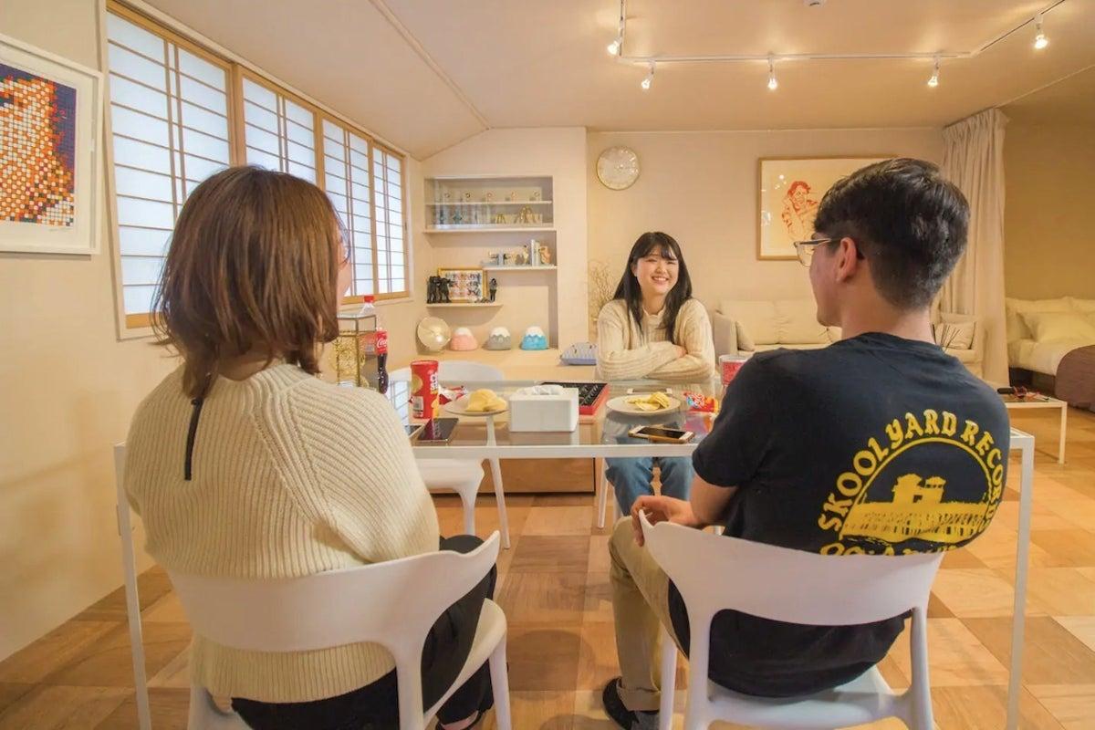 【野田阪神駅 徒歩3分 】福島エリアのアート&デザイナーズハウスのワンフロア(2階)丸々貸し切り☆Net flix☆ の写真