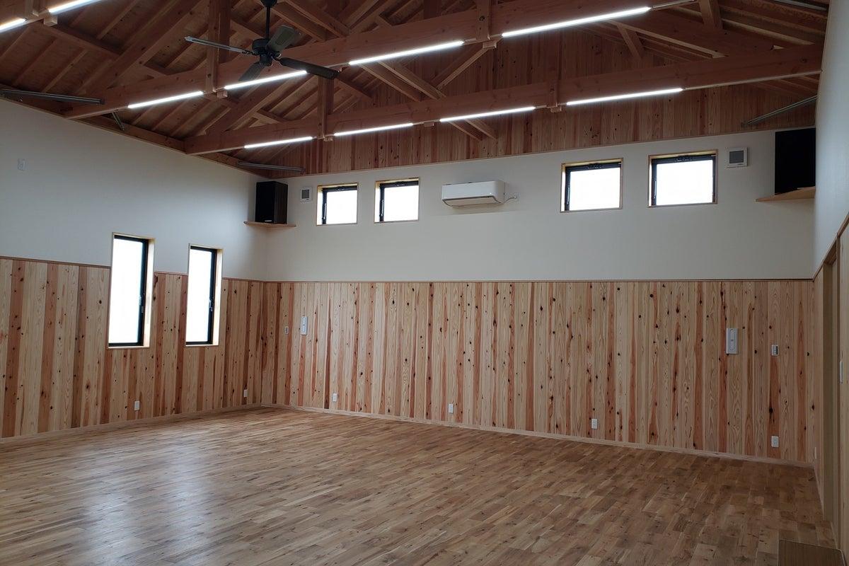 天井高4mの多目的ホール!ダンス・音楽・演劇のレッスンやセミナー等、使い方は多様! の写真