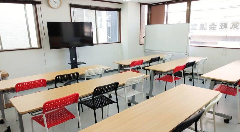 【お気軽会議室】鹿児島中央駅西口近く、リモートワーク、テレワークに最適な貸会議室です。