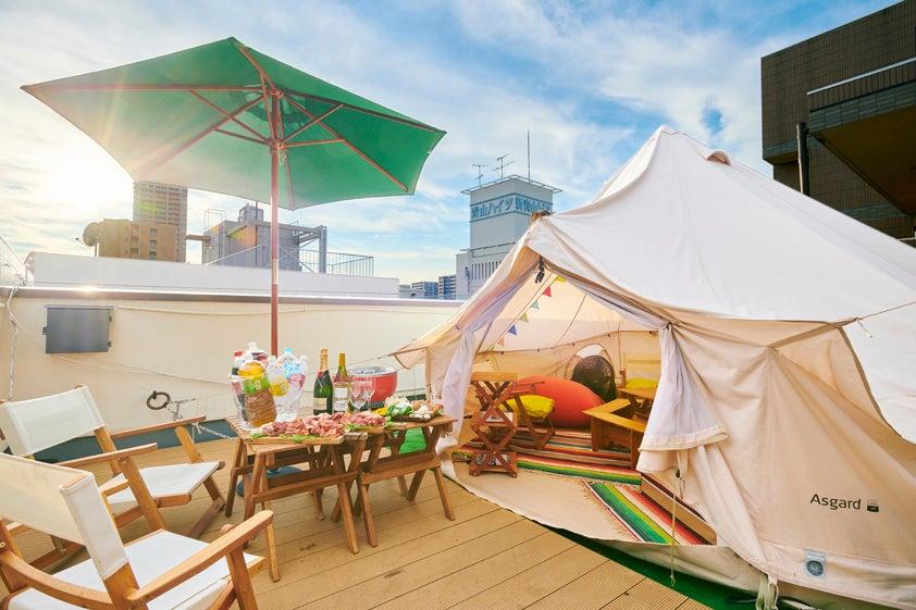 ☀️屋上テラスでグランピングBBQ☀️家族や友人と貸切バーベキューに人気♡雨天OK♡テント付き30㎡の会場 の写真
