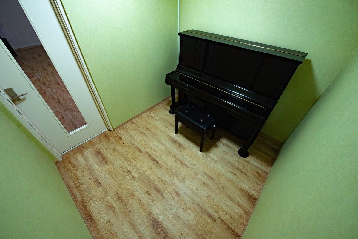 現在レンタル料金20%オフ!Kスタジオ アップライト付きレンタルスペース!音楽練習、個人のテレワークに最適! の写真