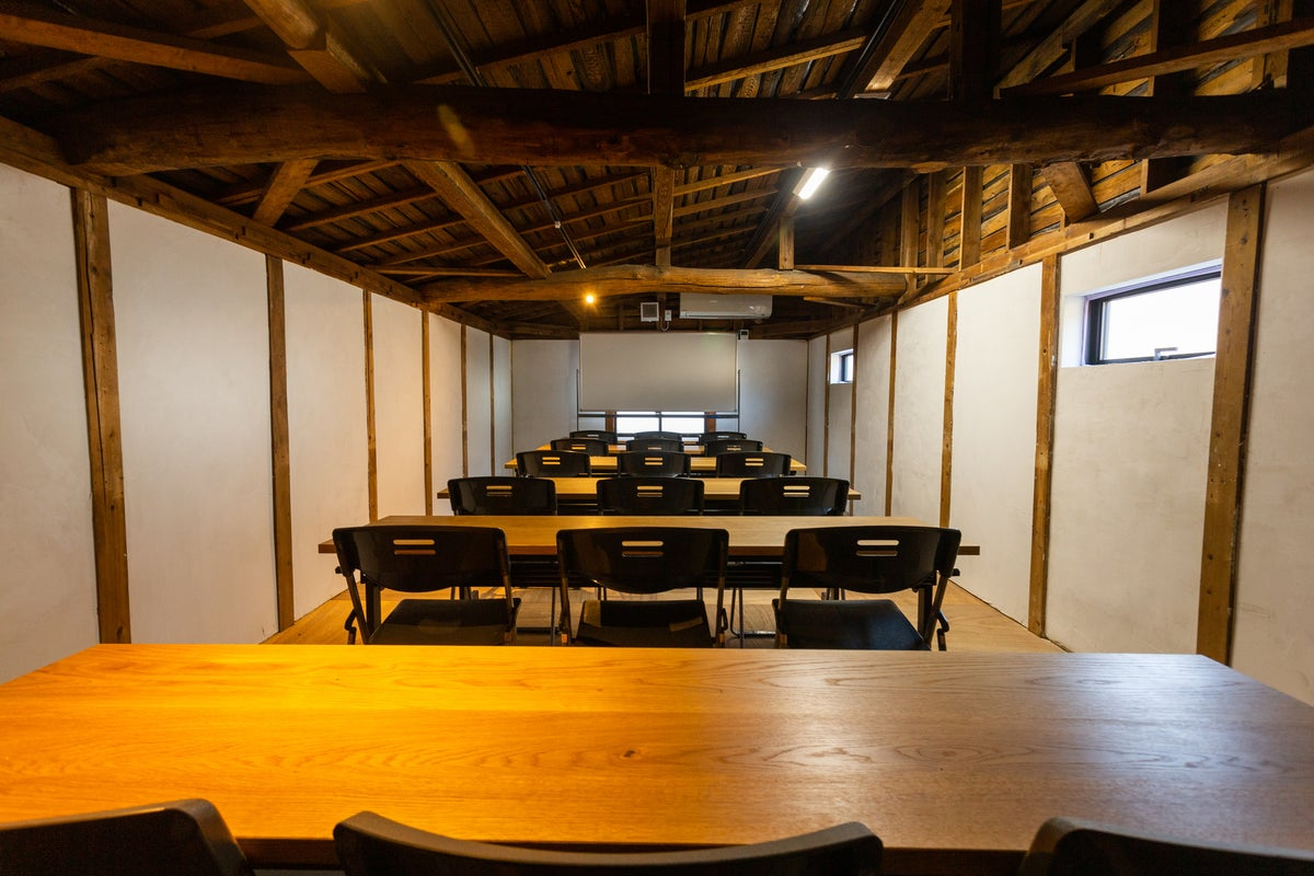 【古民家風ユニラボ】阪急豊中徒歩5分。個室、格安、プロジェクター、ホワイトボード無料貸出 の写真