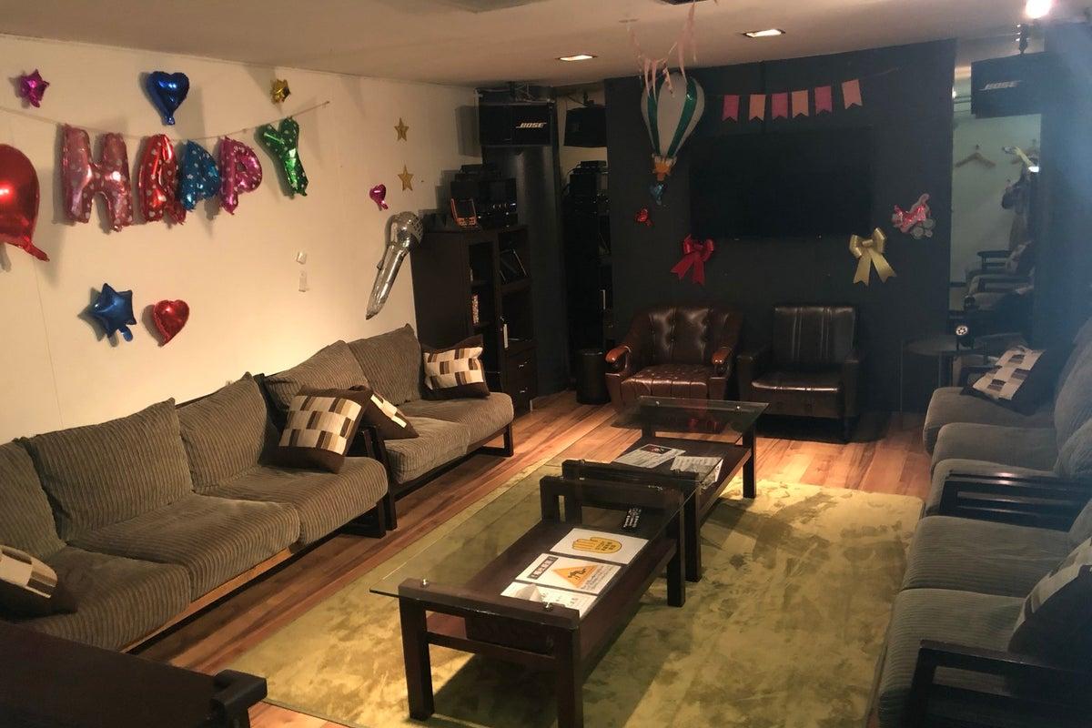 【202号室】デコレーション自由☆女子会・誕生日会・ママ会・スポーツ観戦・撮影・会議・パーティー・ボードゲームなど♪ の写真