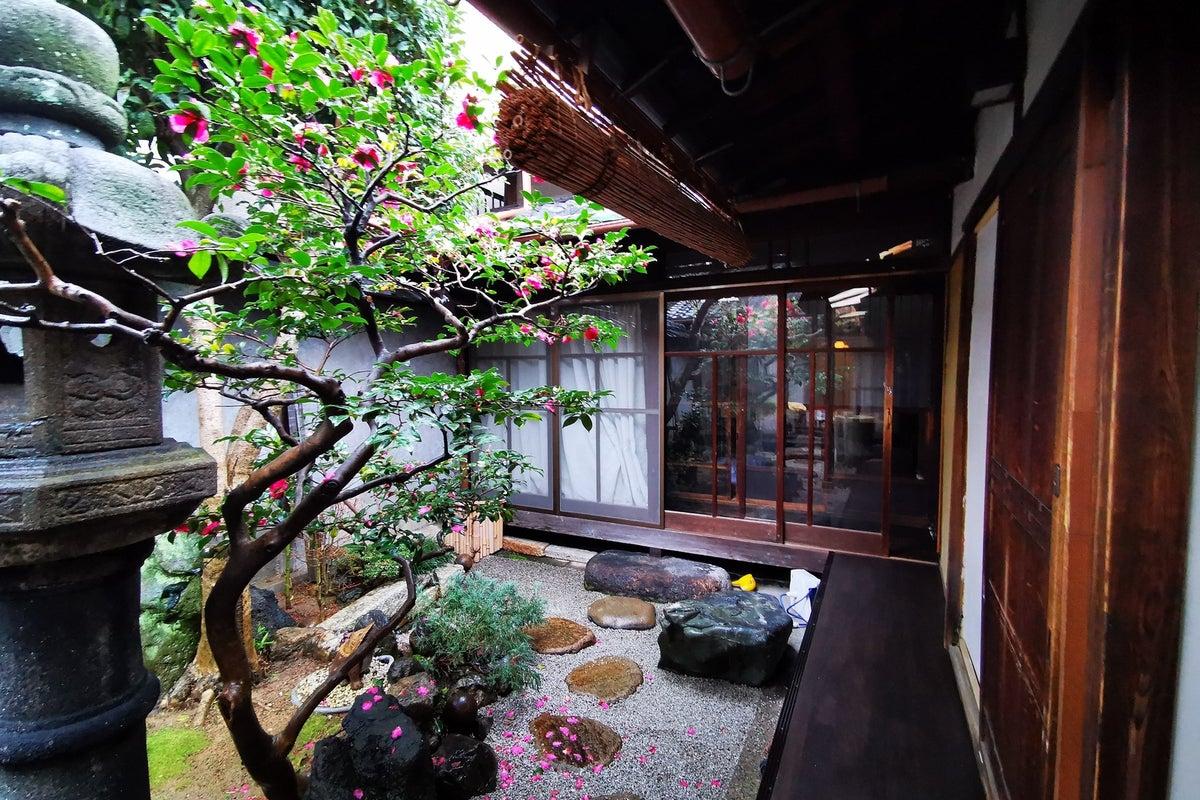 【京町家・縁側・坪庭】築100年の京町家でコスプレ撮影、テレワークなどのご利用に! の写真