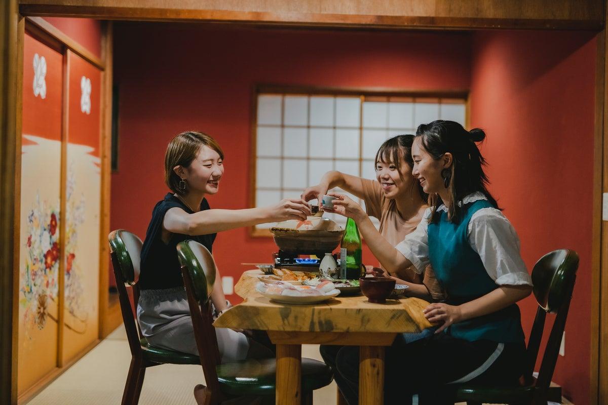 加賀友禅を背景に写真撮影できる!ママ会・コスプレ会・女子会に最適! の写真