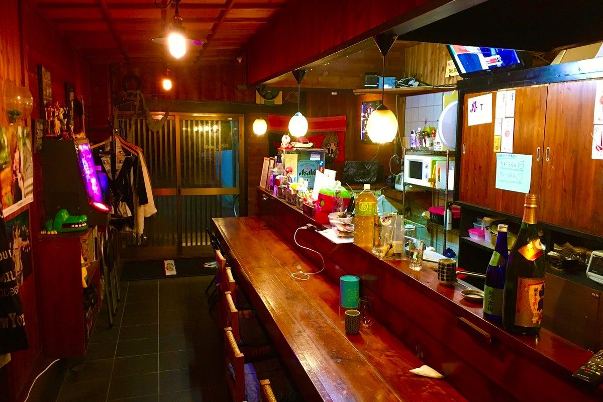 古き良き居酒屋!カウンターとテーブル有り。 の写真