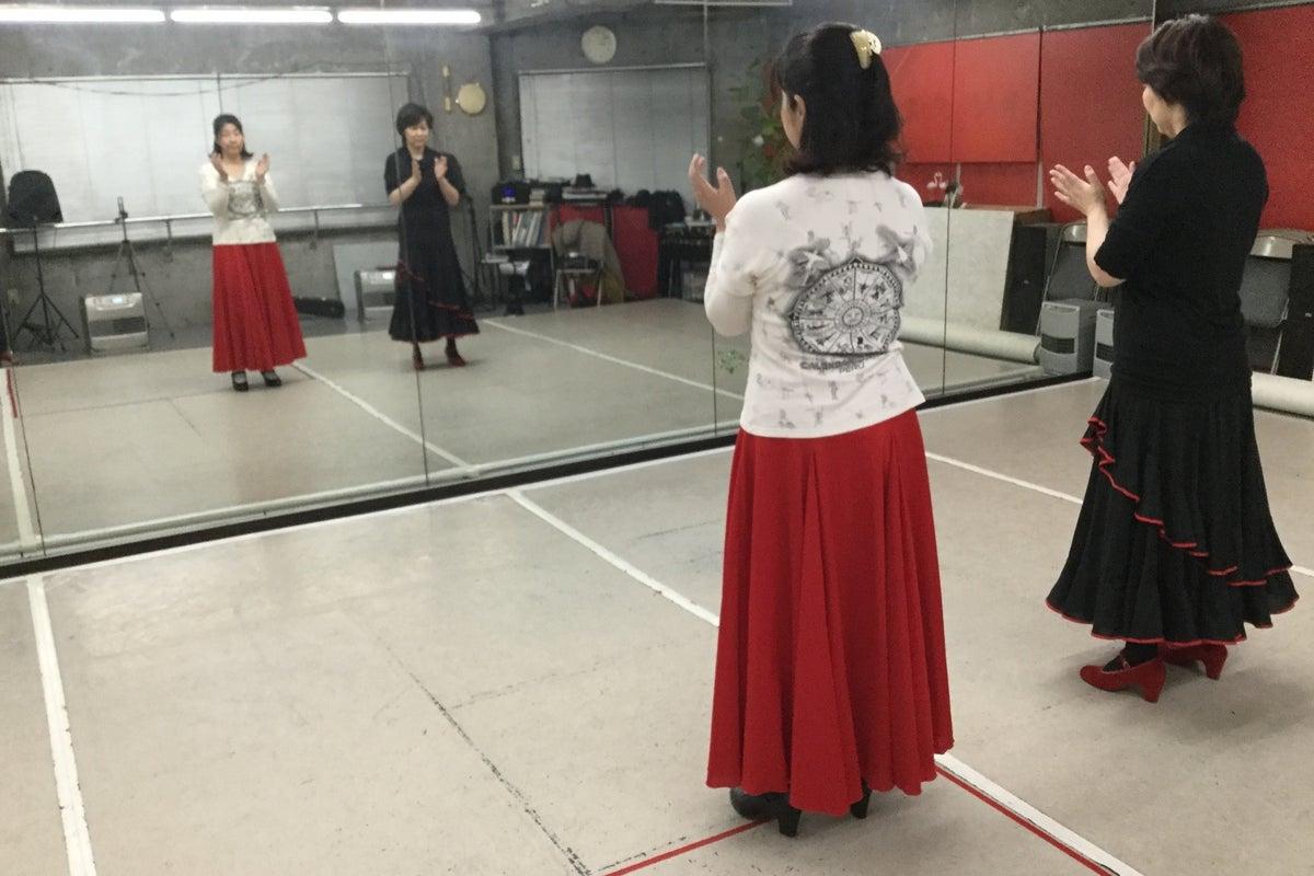 カルチャースクール兼ダンススタジオ。長机や椅子もあります! の写真
