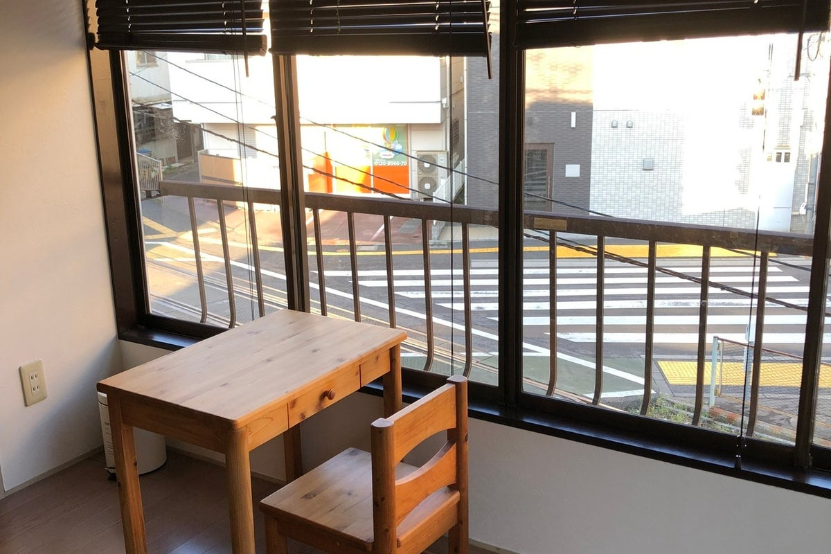 駅から徒歩0分! 窓からはレトロな路面電車が見られる、穴場カフェの2階です!女子会、ママ会、観光に! の写真
