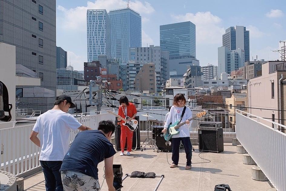 屋上なので密になりづらく、今人気のスペースです。撮影ロケにピッタリ!渋谷のビルをバックに低料金で提供お気軽にご連絡ください。 の写真