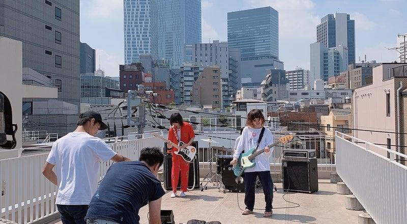 屋上なので密になりづらく、今人気のスペースです。撮影ロケにピッタリ!渋谷のビルをバックに低料金で提供お気軽にご連絡ください。