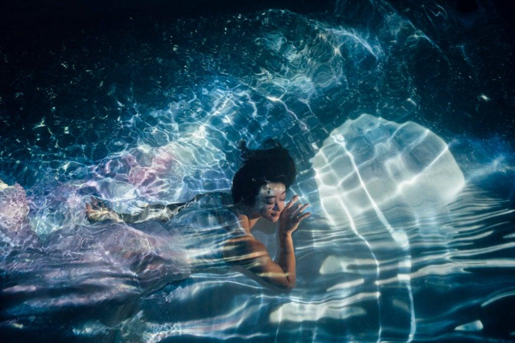 関西初、水中撮影専用の室内プールスタジオ!コスプレ・広告撮影、水中ポートレート撮影などに! の写真