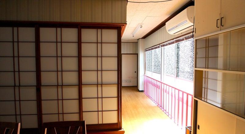 片町バス停から徒歩1分、金沢中心地キッチン付!テレビ会議・デイユース・ワークスペースやパーティ、飲み会に、映画鑑賞に。