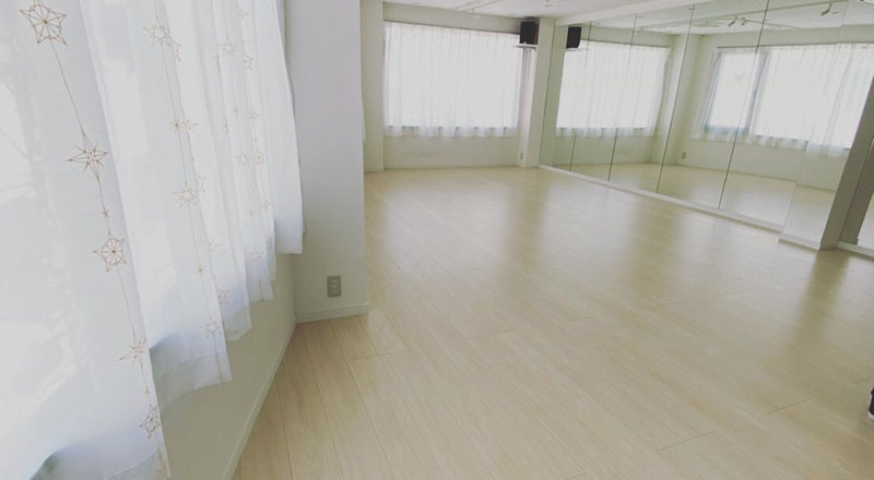 草加駅東口より徒歩1分!24時間・365日営業。ダンスが出来るレンタルスタジオPiattoです。草加駅のホームから見えます!