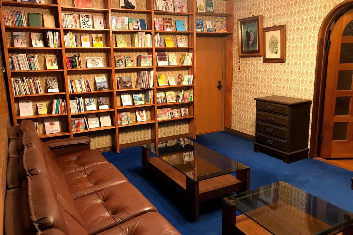 レトロな洋間を読書室にしました。気分を変えてリモートワークにいかがでしょか? の写真