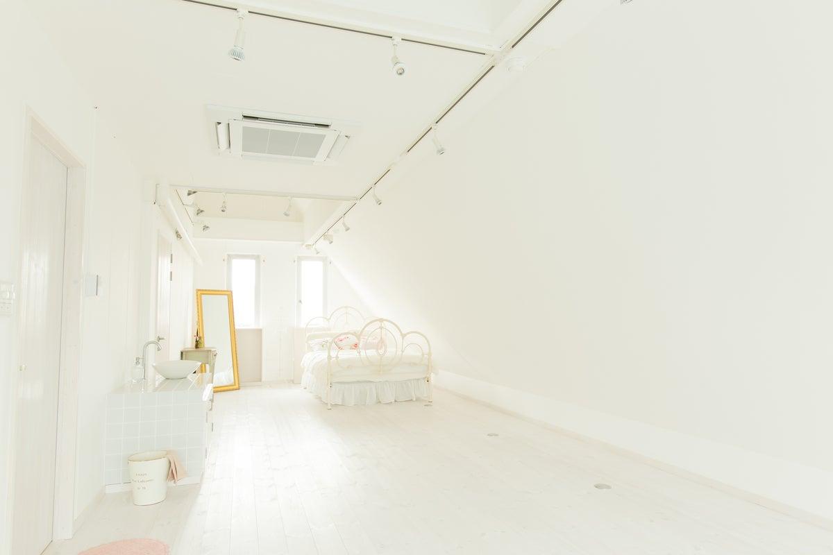 △402 [大阪/JR野江駅徒歩10分] 撮影におすすめ!│可愛い家具がたくさん!│白を基調とした可愛いお部屋│ふんわり の写真