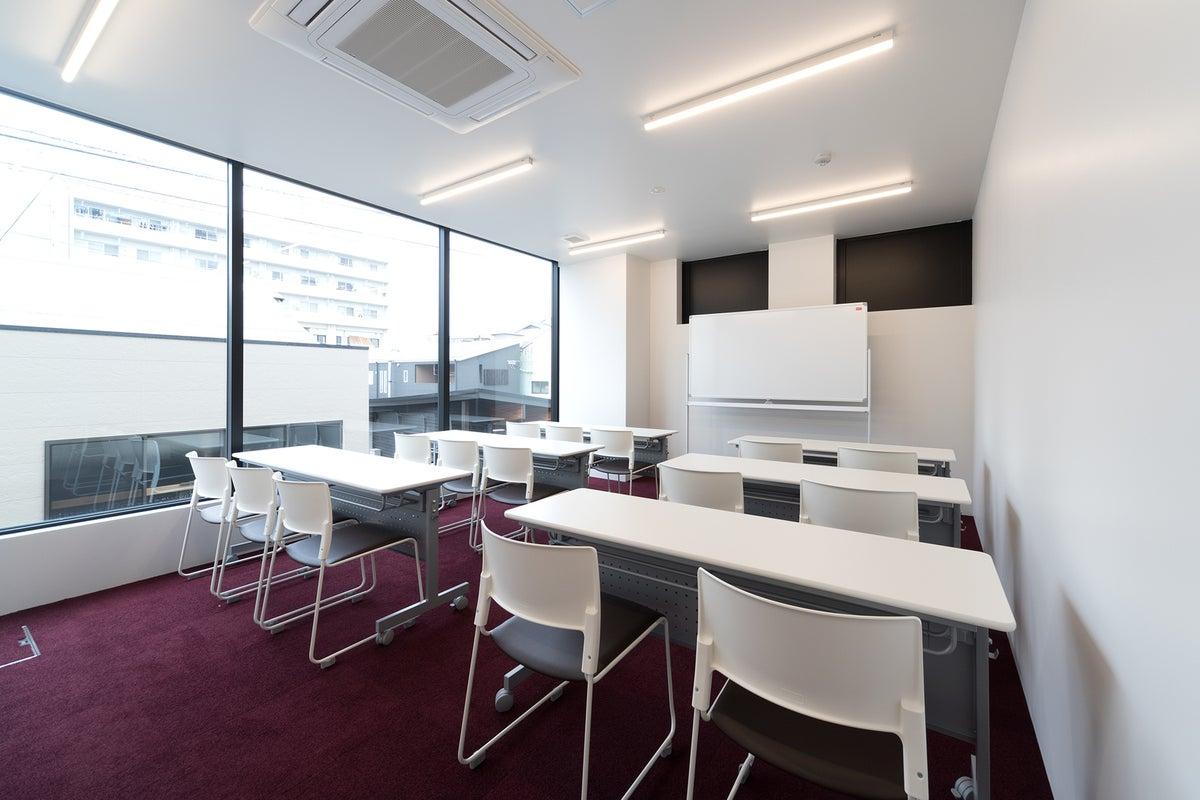 ★新築!セミナー、教室、ワークショップに最適。オーソドックスな会議室★ の写真