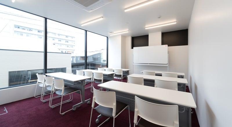 ★新築!セミナー、教室、ワークショップに最適。オーソドックスな会議室★