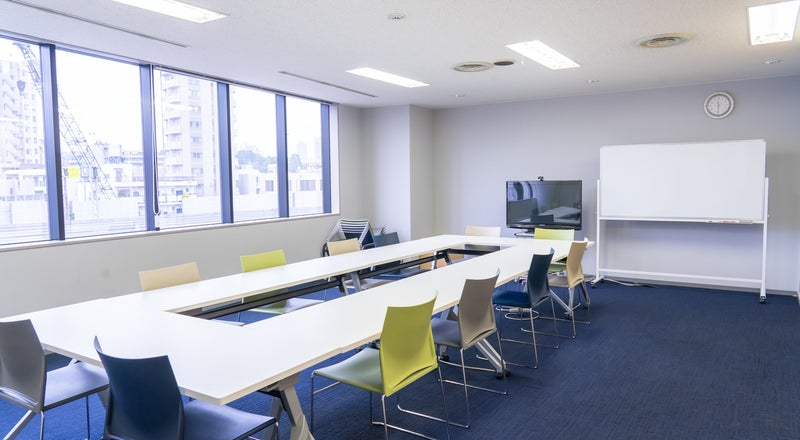南麻布にある開放的な会議室 42㎡の広々スペースでセミナーもできます。