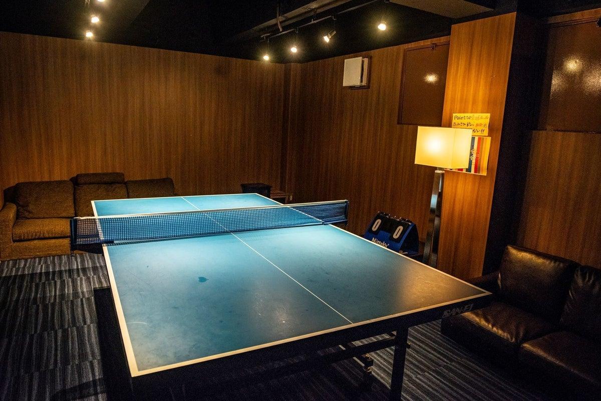 卓球バー パレット大阪北新地店 卓球台も使えるレンタルスペース 会議などにも広々スペース 照明調節 プロジェクタ の写真