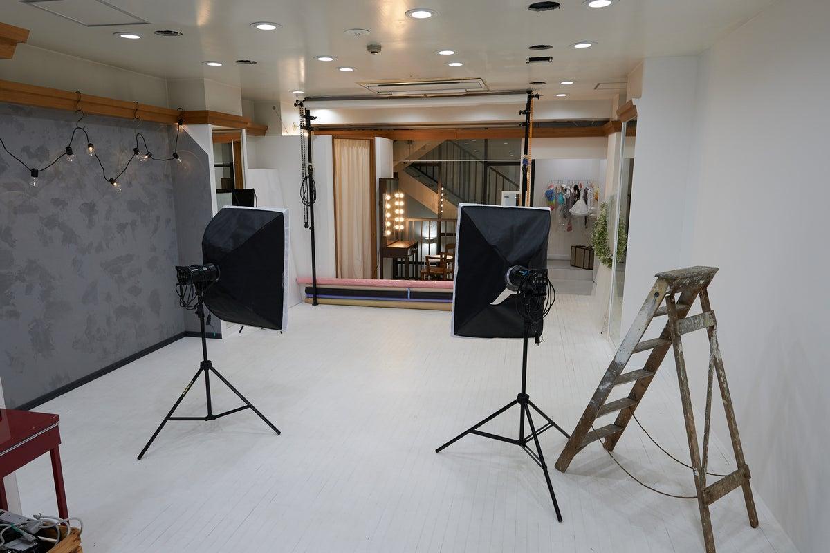 個人まりとちゃんとした撮影したい方必見!背景紙白黒グレー等完備した街中撮影スペース! の写真